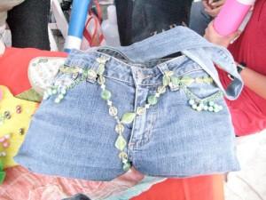 Carteras hechas de jeans viejos