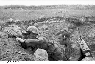https://en.wikipedia.org/wiki/Wikipedia:WikiProject_Military_history/News/April_2016/Book_reviews#/media/File:Bundesarchiv_Bild_101I-198-1395-08A,_Russland,_Soldat_und_Funker_in_Deckung.jpg