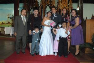 Mi Tio Never con su familia en mi matrimonio