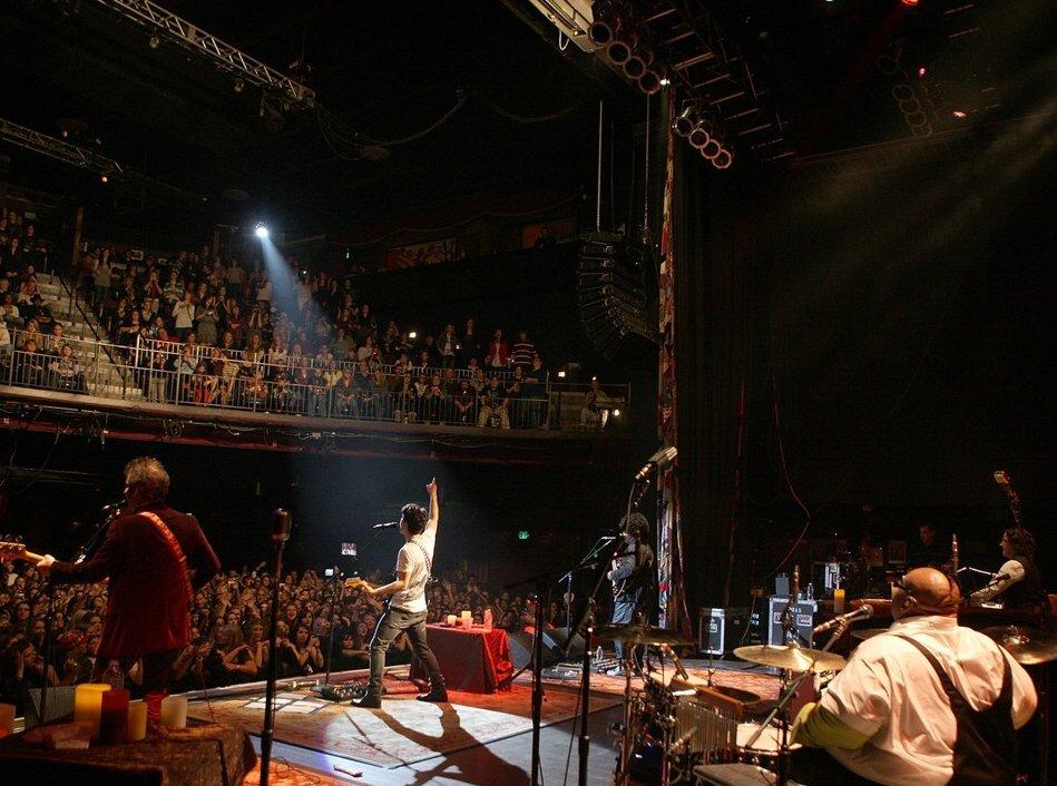 Lo mejor que me paso después del concierto!!(Nick y tu) - Página 12 Nick-jonas-feeding-america-first-concert-01