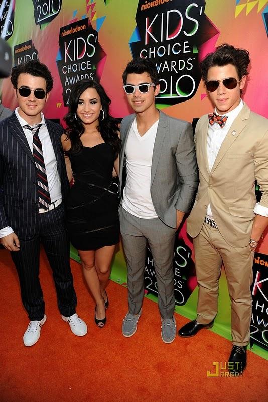 Jonas Brothers y Demi Lovato kids choice awards 2010