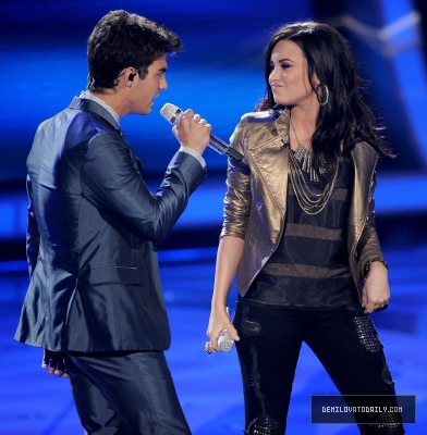 "Demi Lovato y Joe Jonas en American Idol ""Make A Wave"""