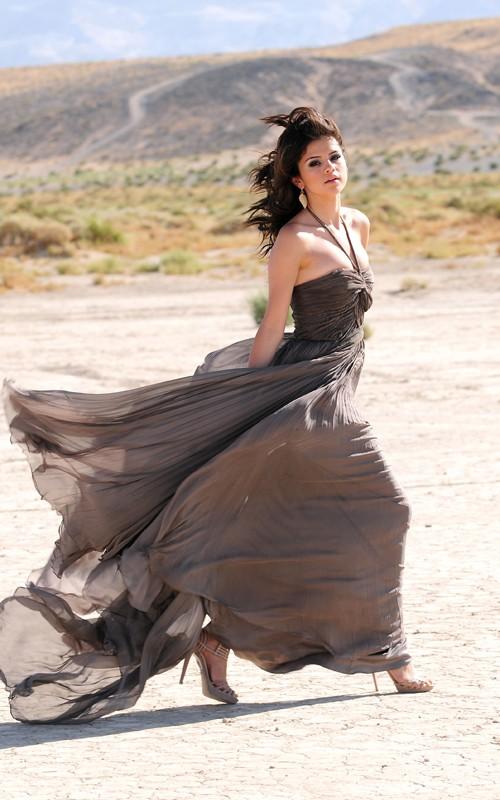 صور روعه لسيلينا لاتفوتكم Selena-gomez-A-year-without-rain