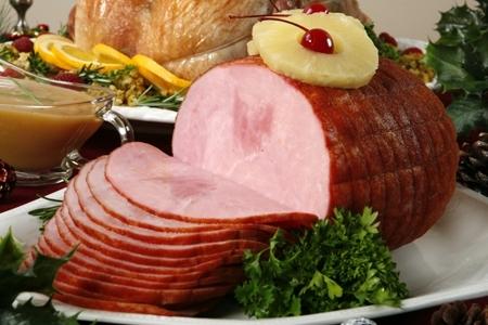 Delicioso pernil de cerdo, con su característico sabor ahumado y horneado al estilo español