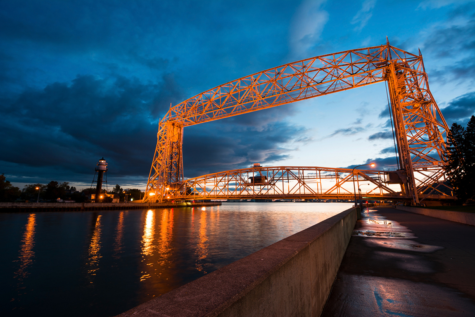 Duluth mn great lakes region for Unique landmarks