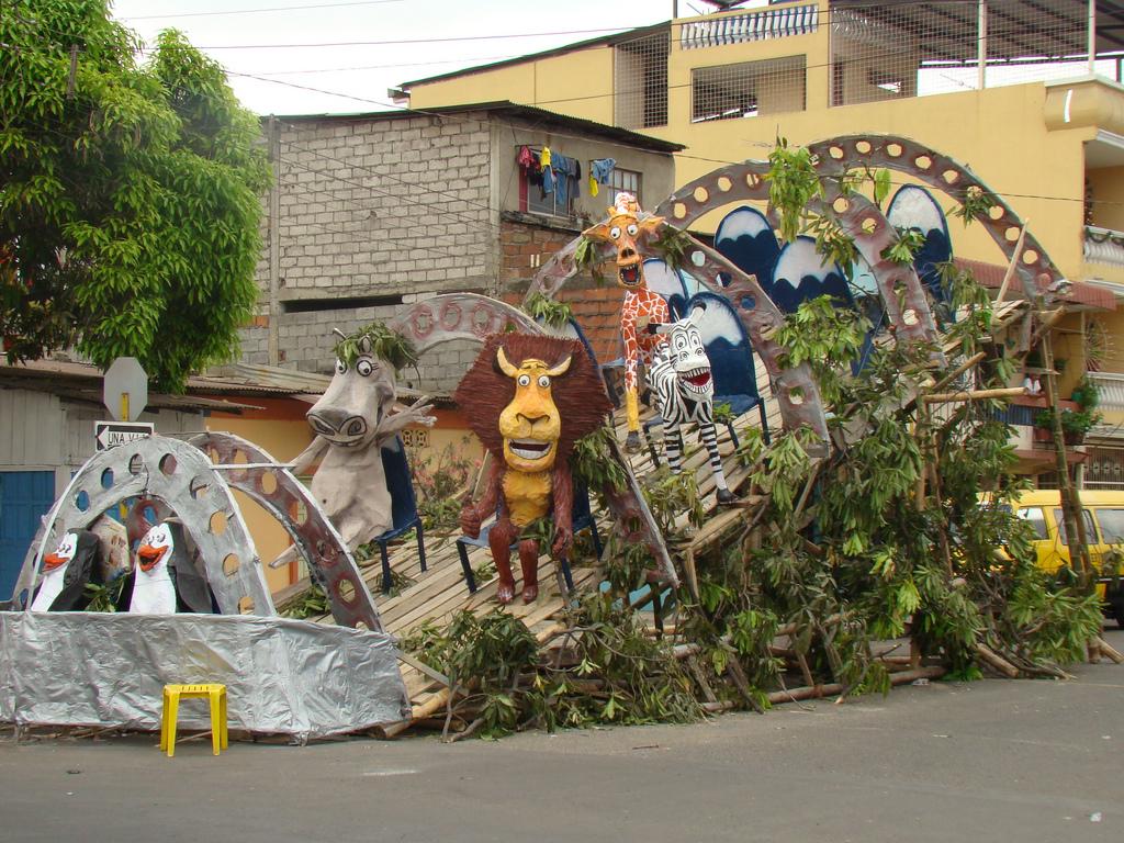 Muñecos Hechos De Papel Muestran Diversidad De Ecuador: Mi Ciudad Guayaquil