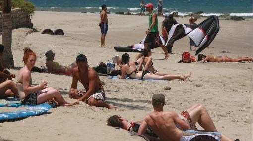 turistas ecuatorianos playas de peru