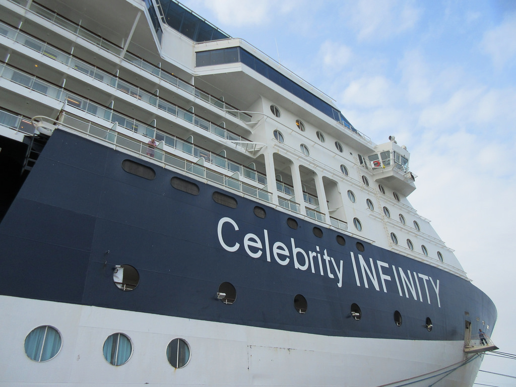 celebrity infinity turistas manta ecuador