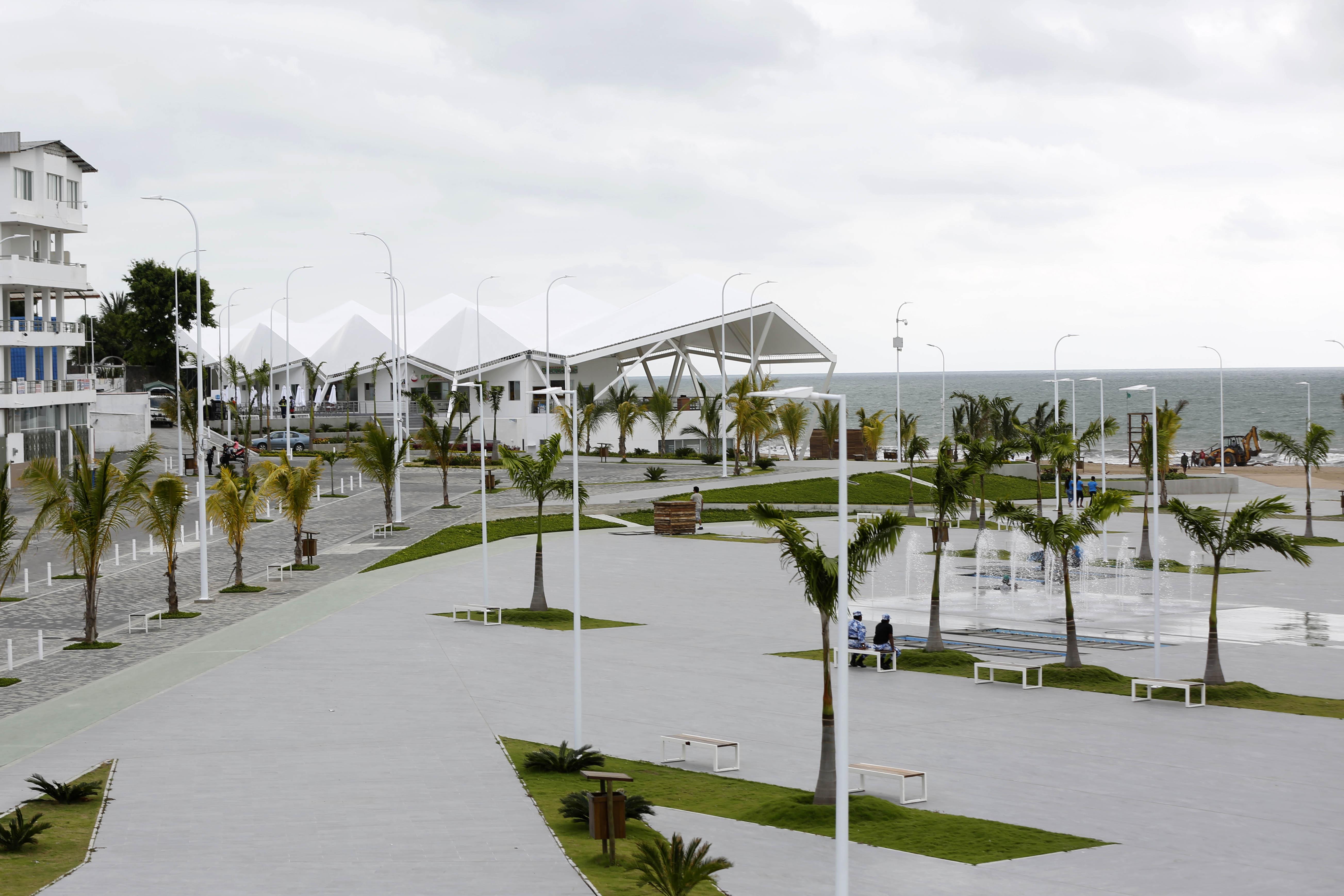 playa las palmas malecon ecuador esmeraldas