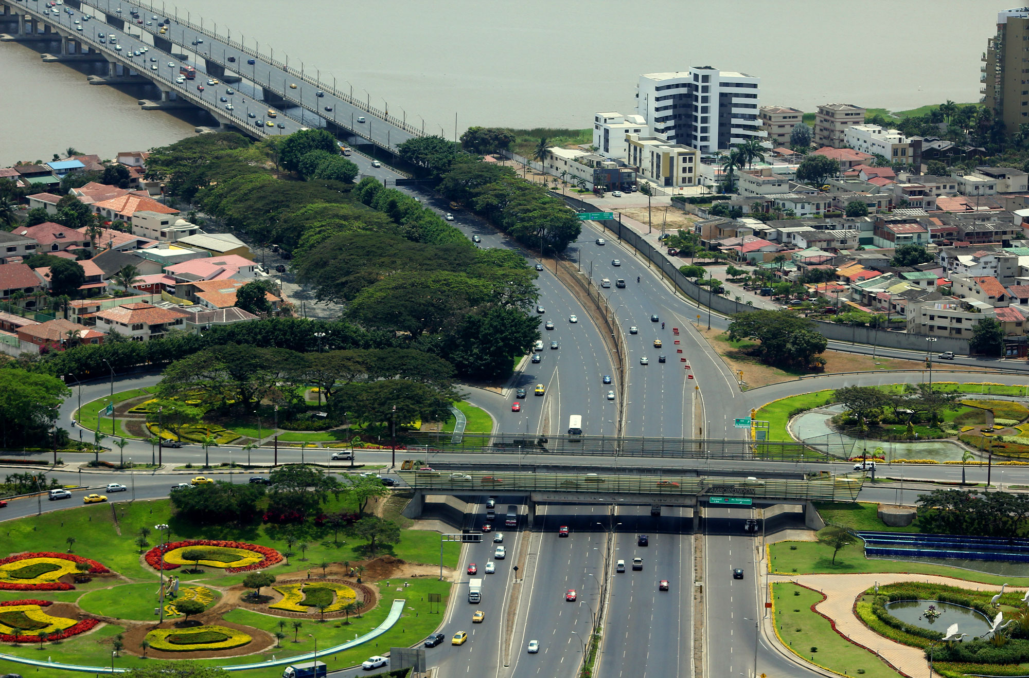 puentes transito vehicular autos guayaquil samborondon