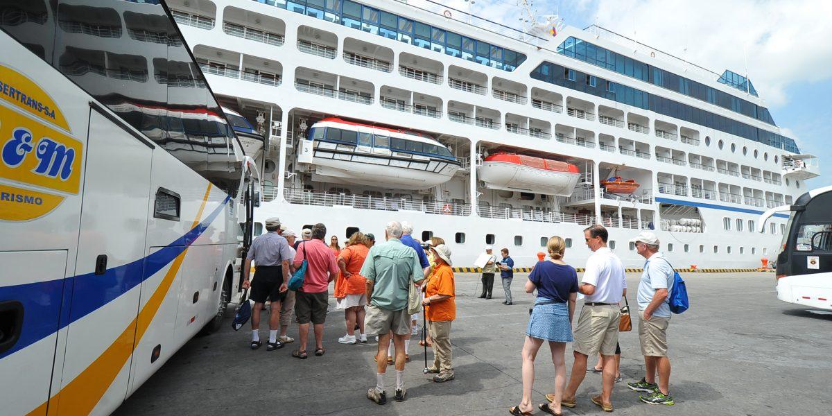 Crucero Ms Hanseatic visita Guayaquil, Ecuador