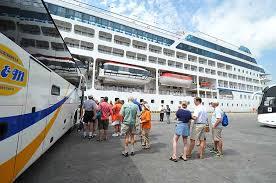 Turistas extranjeros llegan en 2 cruceros a la ciudad de Guayaquil Ecuador