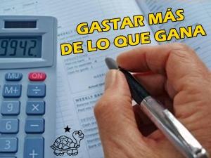 GASTAR MÁS DE LO QUE GANA